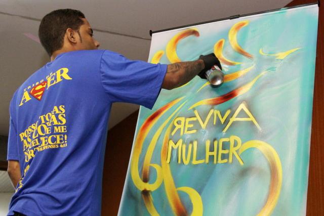 Projeto alia a arte do grafite e o combate à violência contra a mulher(Foto: Bruno César)