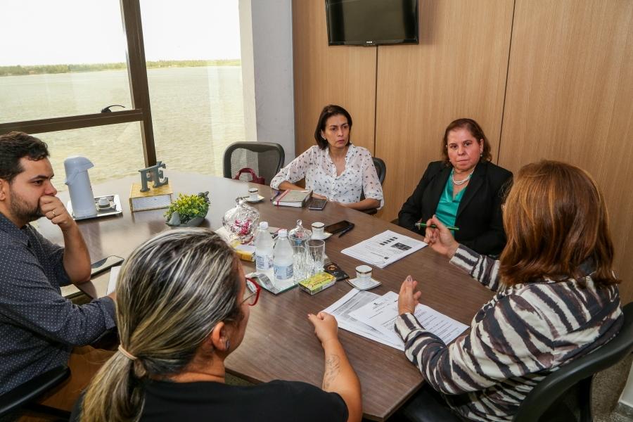 IJuíza Coordenadora da Mulher do TJSE e Deputadas debatem implantação da Casa da Mulher Brasileira, em Sergipe